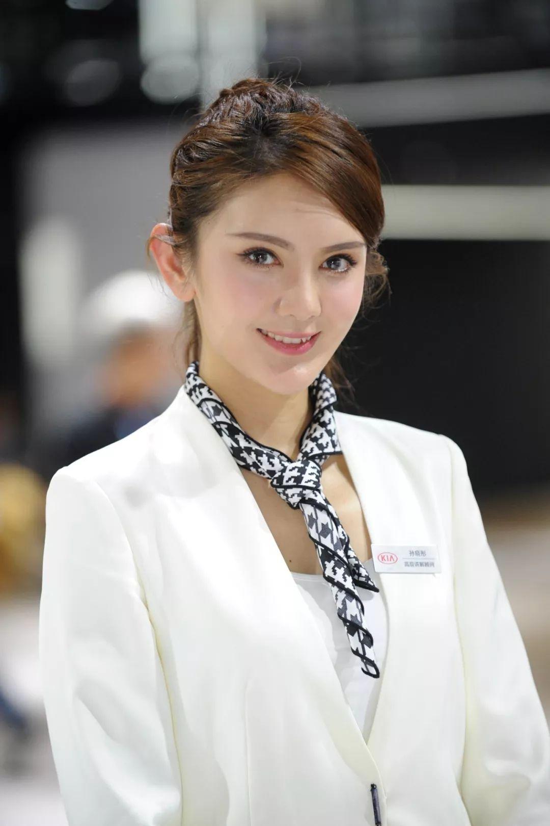 那些拿Pad的妹纸们--上海节目寻觅美女芳踪车展的日本美女图片