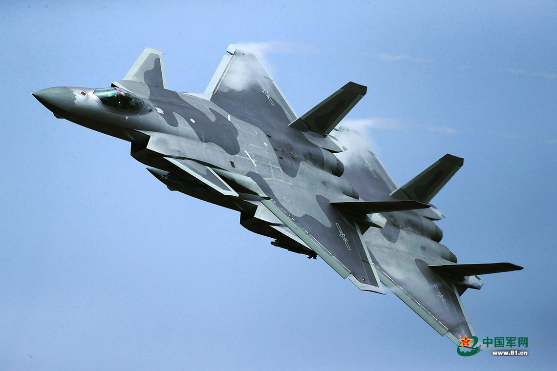 中国歼10B超机动能力有一先天缺陷 距离实战还很远