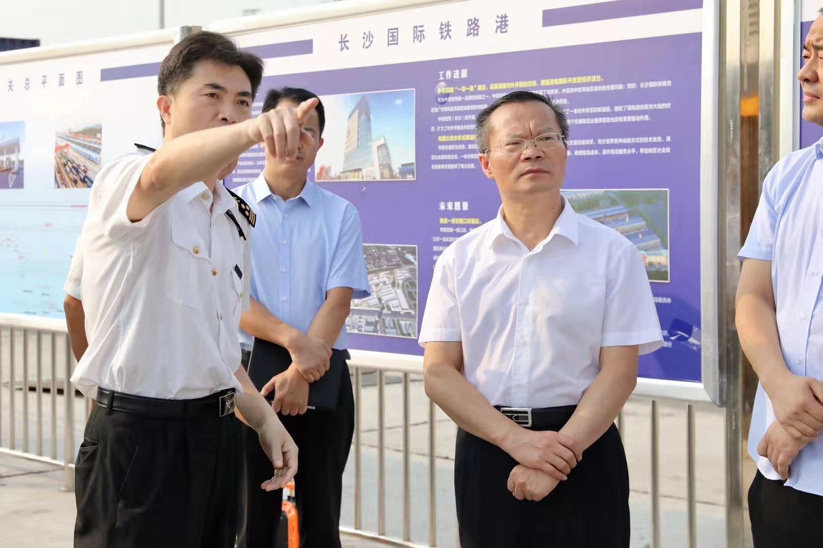 胡忠雄调研中欧班列、霞凝港三期、铜官港二期和高铁西城建设