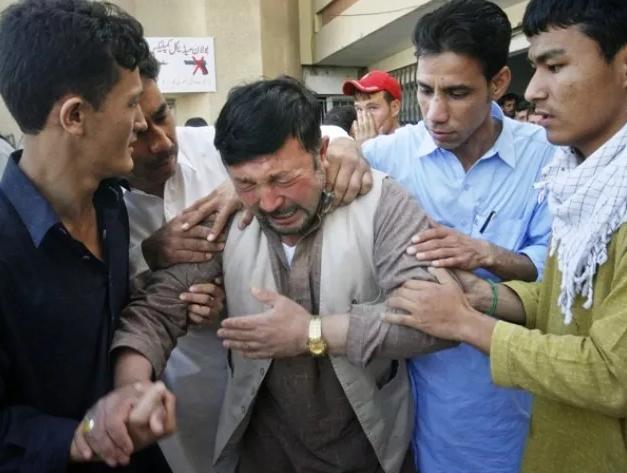 袭击中失去亲人的哈扎拉人