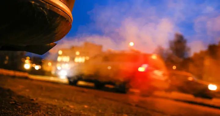 瑞典拉特维克市一社会组织违令飙车聚会,被警方开出罚单