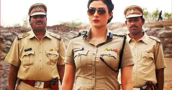 印度电影里的美丽女警,警衔和勋章很气派,喜欢对嫌疑犯滥用私刑