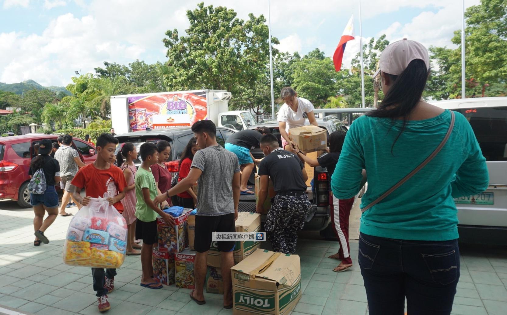图为救援物资抵达菲律宾宿务省纳戈市。图片来自菲律宾当地媒体