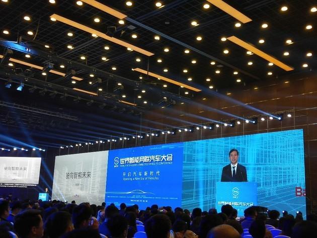 百度李彦宏:智能的车不够,还要有智能的路
