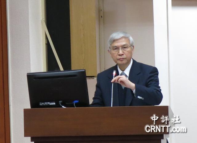 杨金龙回答有关两岸金融合作问题。(中评社 梁雅雯摄)