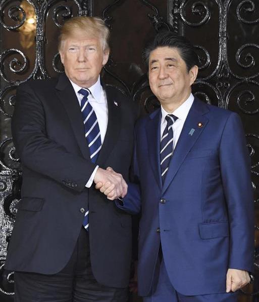 特朗普和安倍(图源:日本《产经新闻》)