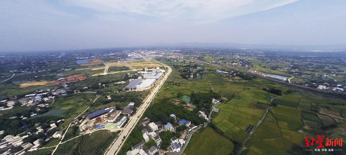 """这里创造了""""成都速度"""",一座轨道交通、航空产业新城崛起"""