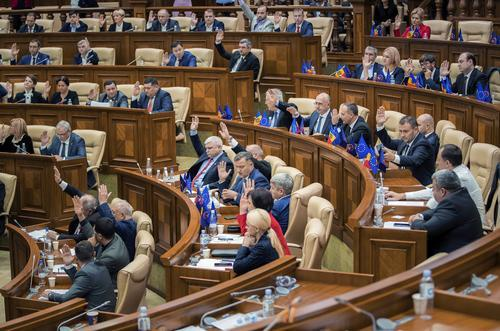 摩尔多瓦女总理执政5月后下台,专家型新政府迅速通过议会信任投票