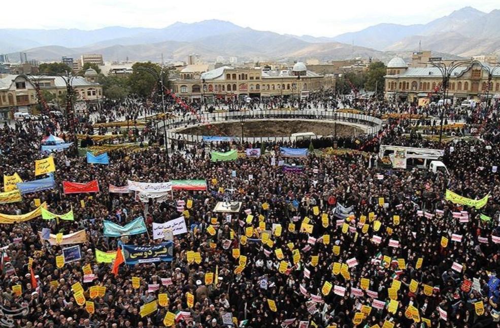 制裁要来了!伊朗各地爆发反美集会 烧星条旗泄愤(图)|伊朗|反美|星条旗