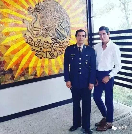 左:父亲Roberto Sierra将军;右:儿子