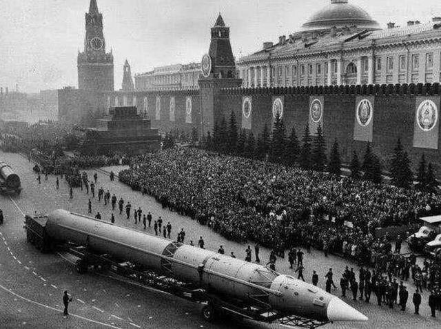 不是日本也不是德国,美国历史上最大对手是它,仅核弹头就3万枚