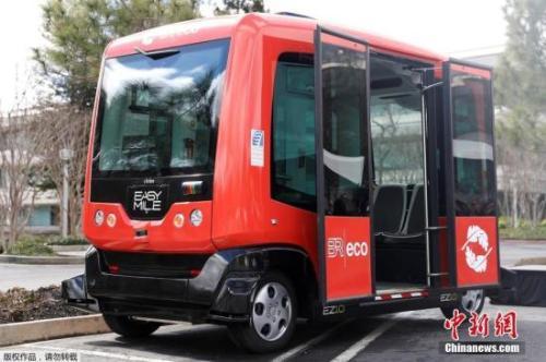 资料图:一辆无人驾驶公交车在美国加州毕晓普兰奇进行测试。