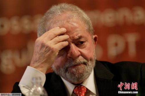 巴西联邦最高法院以6比5的表决结果驳回巴西前总统卢拉的人身保护令申请批准卢拉入狱服刑