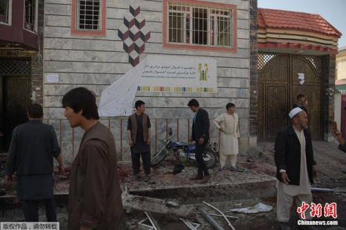 阿富汗首都喀布尔一处选民登记中心遭炸弹袭击。