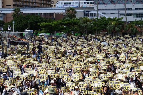 2018-07-21,日本冲绳数万人集会,抗议驻日美军残虐暴行。 新华社记者 沈红辉 摄