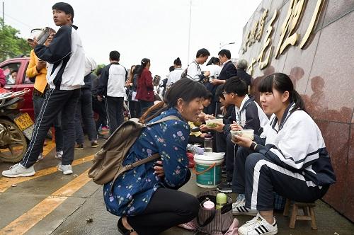 """日媒探访中国""""高考工厂"""":高考临近 考生有信心"""