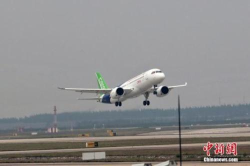 资料图:飞机。张亨伟 摄