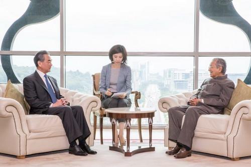 王毅和马哈蒂尔 图自外交部