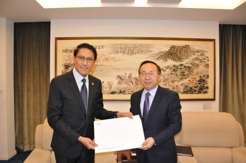 外交部礼宾司副司长范勇分别接受缅甸和荷兰新任驻华大使递交国书副本