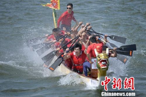 当龙舟遭遇风浪,中华龙舟大赛交出这样的答卷