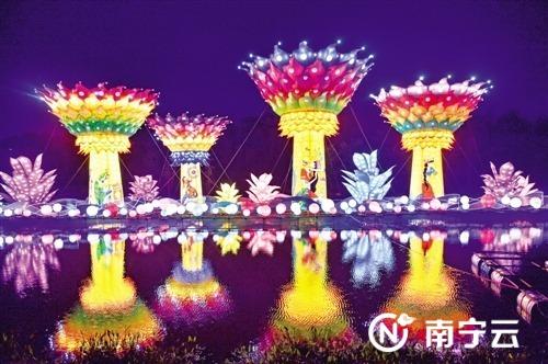 青秀山大型灯展精彩纷呈。图为大型水上灯组《多彩南宁》。记者潘浩 摄
