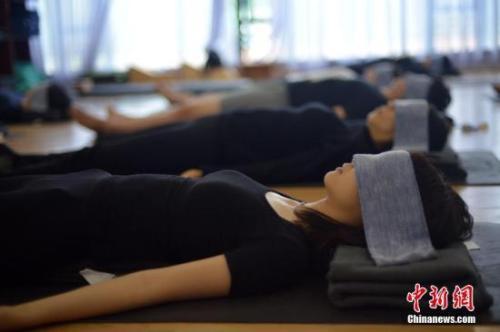 资料图:节后调节应保证睡眠质量。中新社 姬东 摄