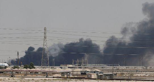 ▲9月14日凌晨,沙特兩處石油設施遭無人機襲擊。(俄羅斯衛星通訊社)