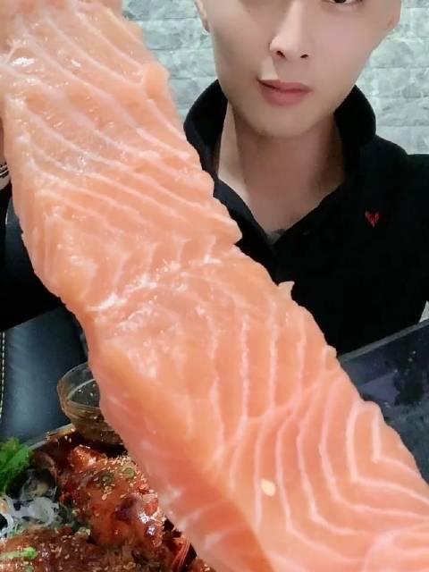 海鲜吃播 ID连云港大文呦 三文鱼