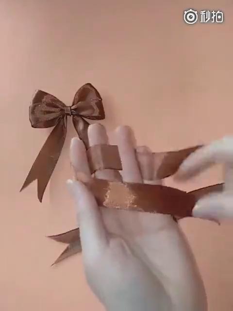 用丝带打一个漂亮的双层蝴蝶结,慢动作来了,马了学起来!