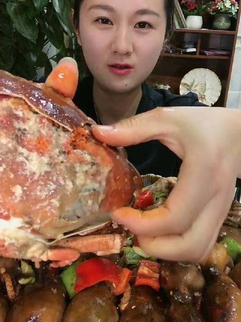 吃货姐姐 爆膏面包蟹