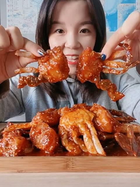 海鲜吃播 海鲜大咖妹东港海鲜 辣味酱蟹