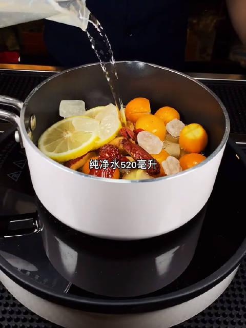 非常时期咳嗦两声不必惊慌。煮杯金菊雪梨茶给家人们