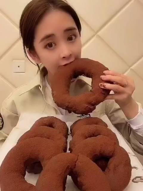 甜品小妹儿/蛋糕西点师: 教大家不用烤箱也能做的甜甜圈面包