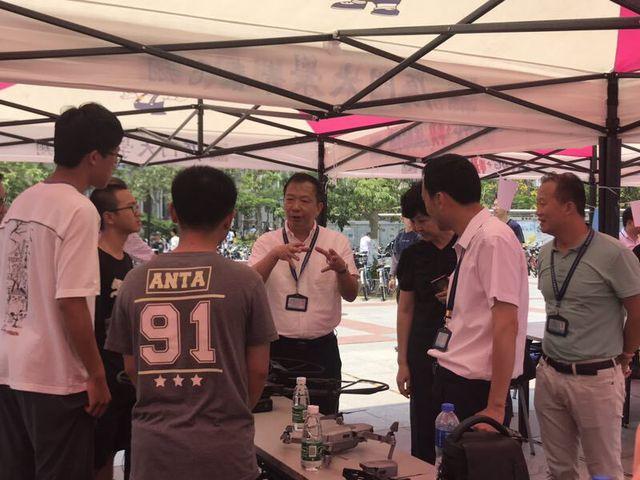 """第四届中国""""互联网+""""大学生创新创业大赛主题"""