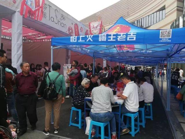 顺利落幕!王老吉超吉美味昆明小龙虾音乐美食狂欢节嗨爆了