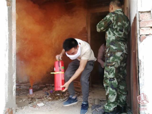 户部巷组织商户成立消防救援队
