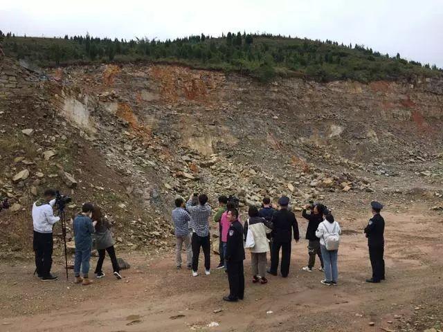 自拆7栋违建别墅不甘心,济南这伙人在南山知名景区挖山石4万吨,卖了300多万元