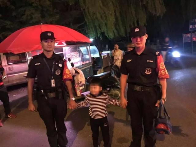 余杭一名5岁男孩带着民警逛街,妈妈知道后泪奔