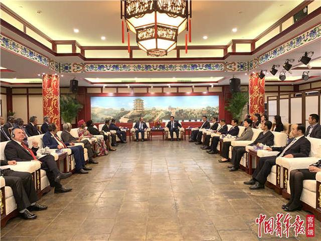江西省委书记刘奇在滕王阁会见十九届四中全会精神宣介会与会嘉宾
