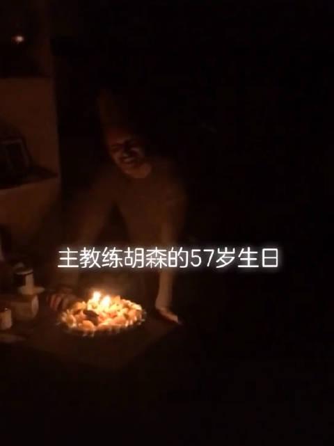 天津荣钢男篮主教练在天津迎来自己57岁生日