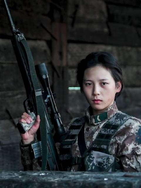 """女兵狙击手沈梦可的战斗宣言:""""战场无亚军,当兵就要争第一!"""""""