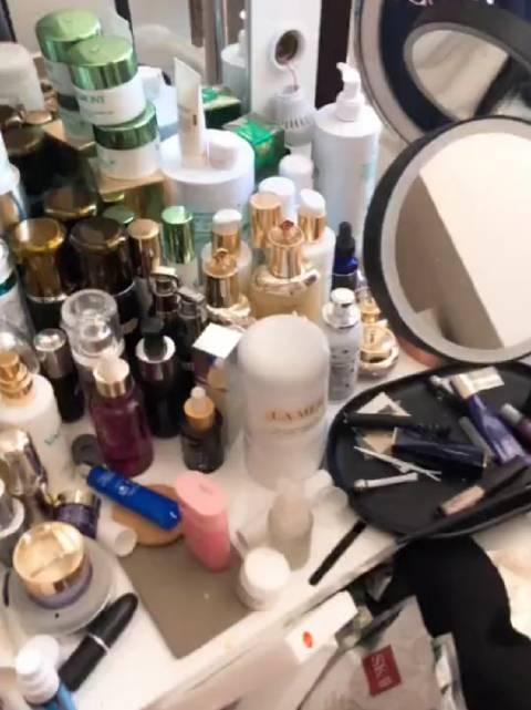女生出门前的化妆台女孩的化妆台就应该这样!因为漂亮很重要