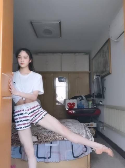 ♀在家练功的日常投稿:k倩kai 南京艺术学院