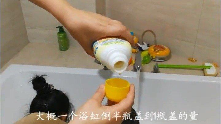 宝宝们玩了一天,身体脏脏的,晚上都会洗澡。来个泡泡浴吧