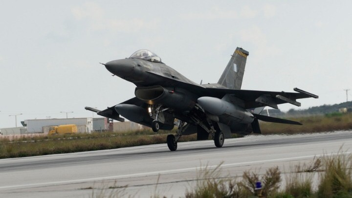 希腊空军一架T2战机训练中失事