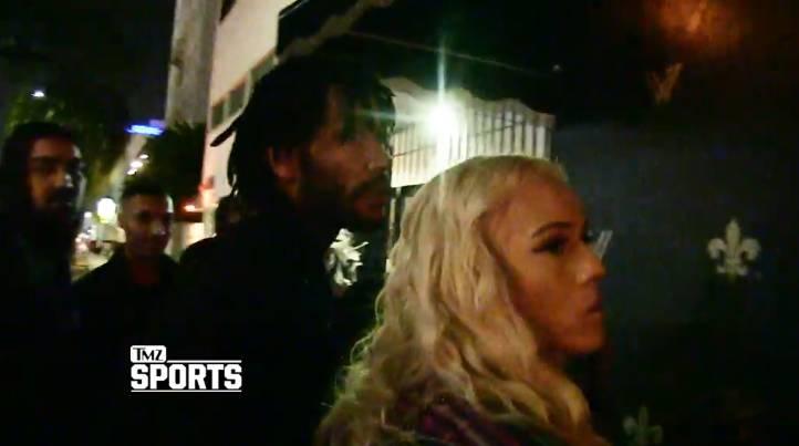 苦中作乐!罗斯昨日赛后携女友现身洛杉矶夜店