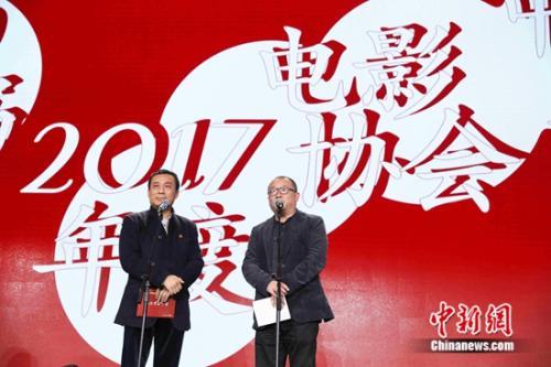 江平(左)、王小帅(右)