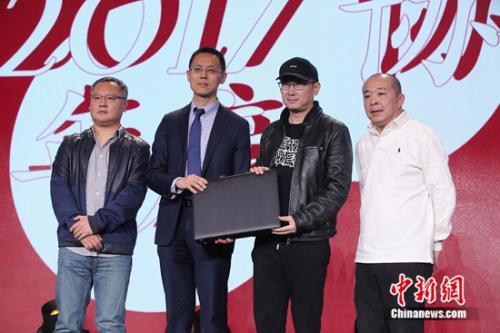 初评评委陆川、滕华涛、刘杰与毕马威合伙人雷江交接提名结果