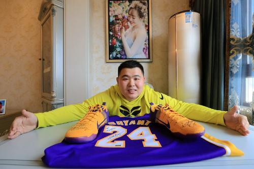 缠着经纪人 哈市球迷终尝所愿 收到NBA球星