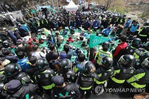 韩萨德基地现场事又要闹大 反萨团体将再与警方冲突